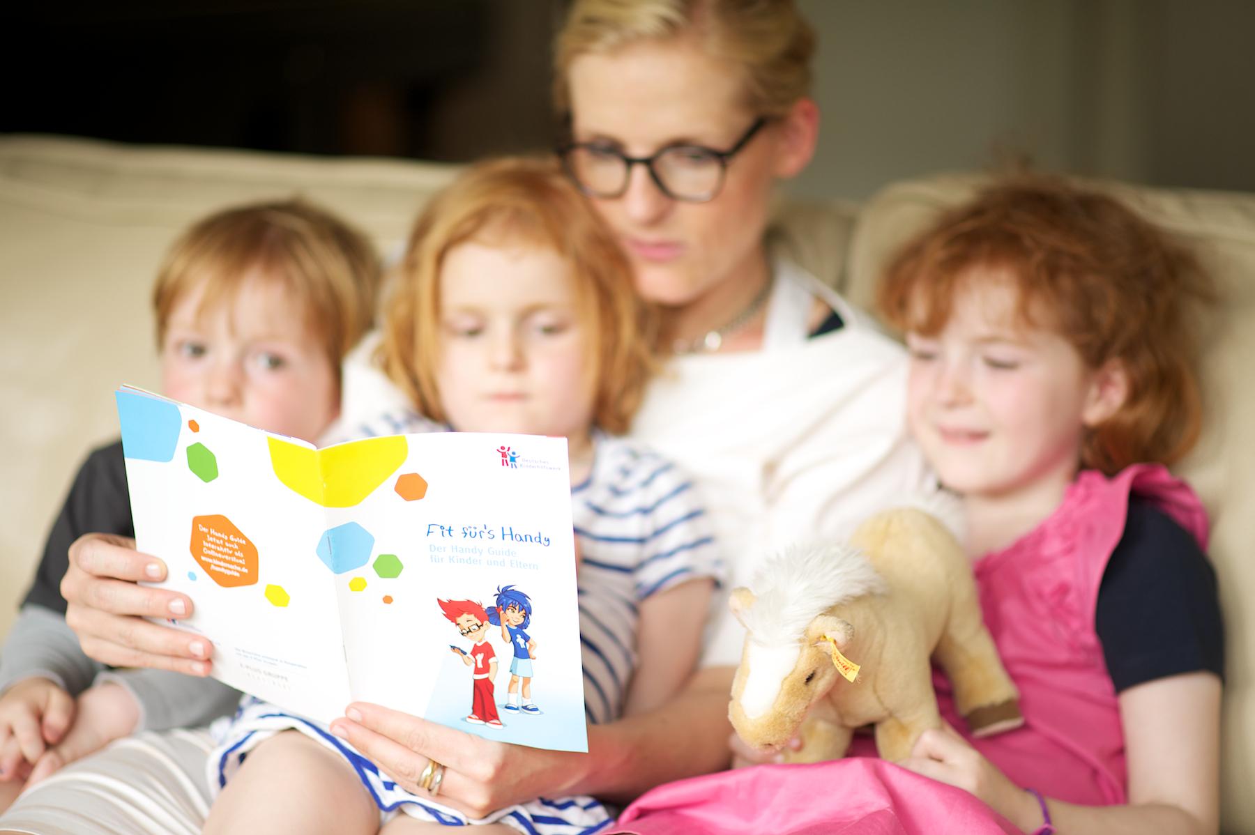 Der Handy Guide nimmt Kinder und Eltern an die Hand