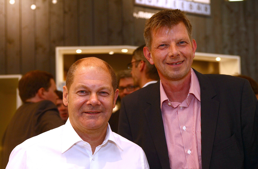 Thorsten Dirks (re.) und Olaf Scholz bei der Buchvorstellung im BASE_camp