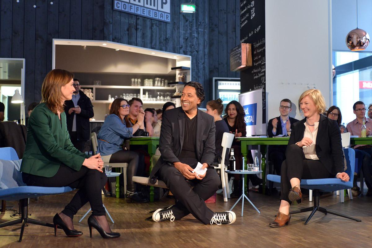 Lena-Sophie Müller, Cherno Jobatey und Gesche Joost beim UdL Digital Talk (Foto: Henrik Andree)