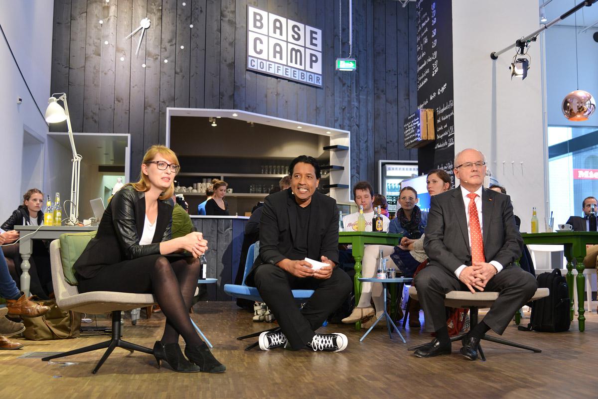 UdL DIGITAL mit Volker Kauder, Paula Hannemann und Cherno Jobatey