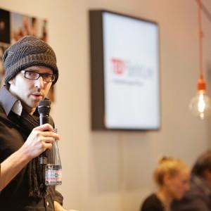Thomas Schindler von TEDxBerlin eröffnet den Abend