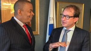BM Alexander Dobrindt und sein US-Amtskollege Anthony Foxx, Foto BMVI