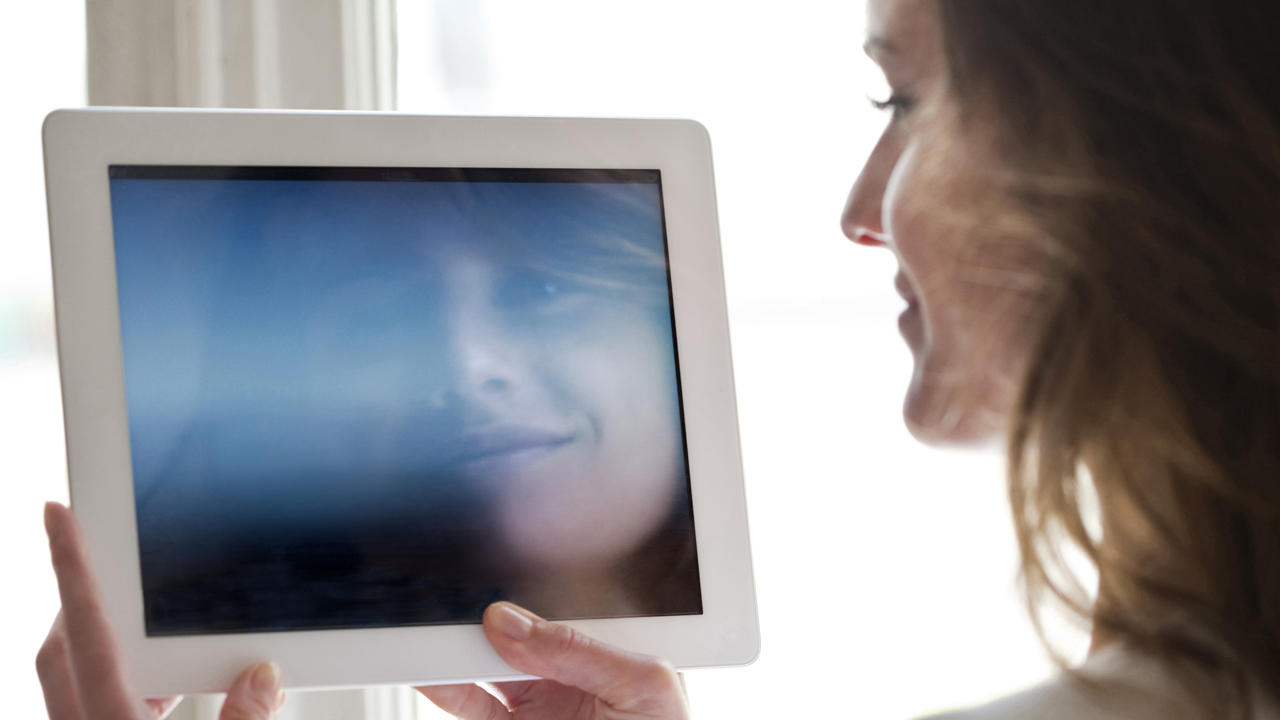 Frau mit Tablet