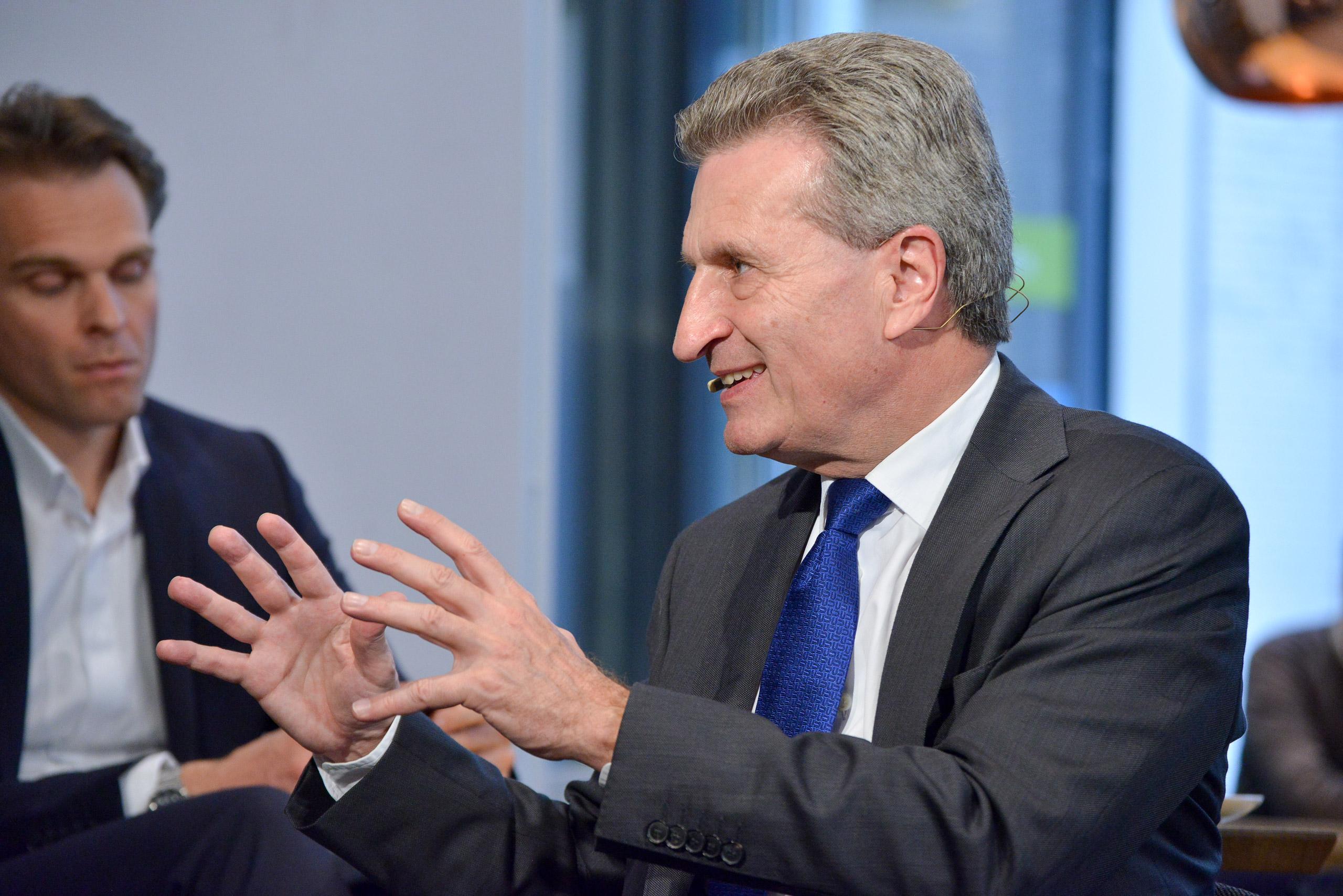 EU-Kommissar Günther Oettinger arbeitet am Digitalen Binnenmarkt