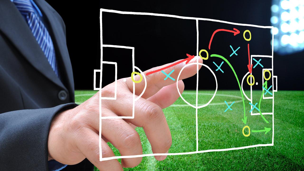 Fussball Spielfeld Analyse - shutterstock 221929120