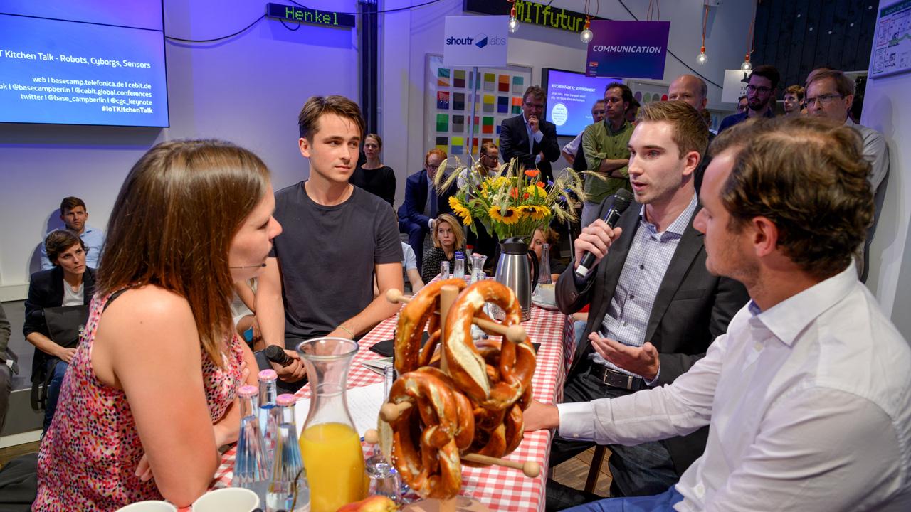 IoT-_Kitchen-Talk-04072016-Robots-Cyborgs-Sensoren-1221-1280x720