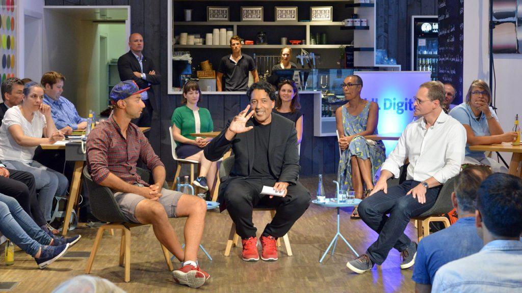 UdL Digital Talk: Michael Müller (rechts), Ijad Madisch (links), Cherno Jobatey (Mitte)