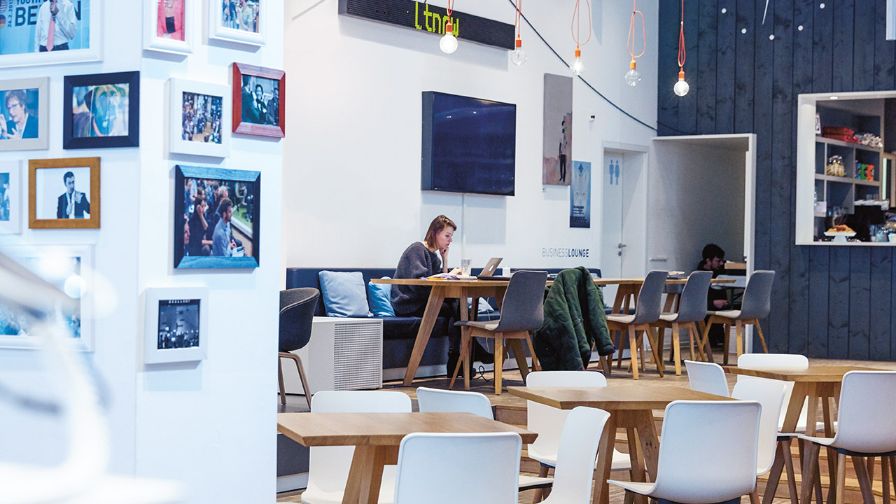 co-working - laptop basecamp