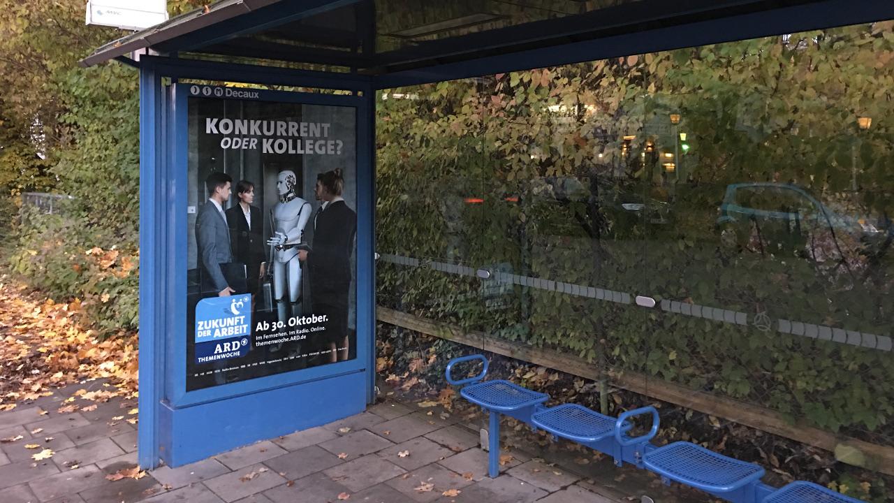 Konkurrent oder Kollege? Plakatwerbung für ARD-Themenwoche über künstliche Intelligenz. Foto: Markus Göbel
