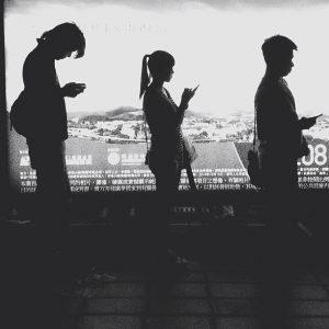 Milliarden von Menschen weltweit nutzen Smartphones, CC by Flickr User Edwin Lee