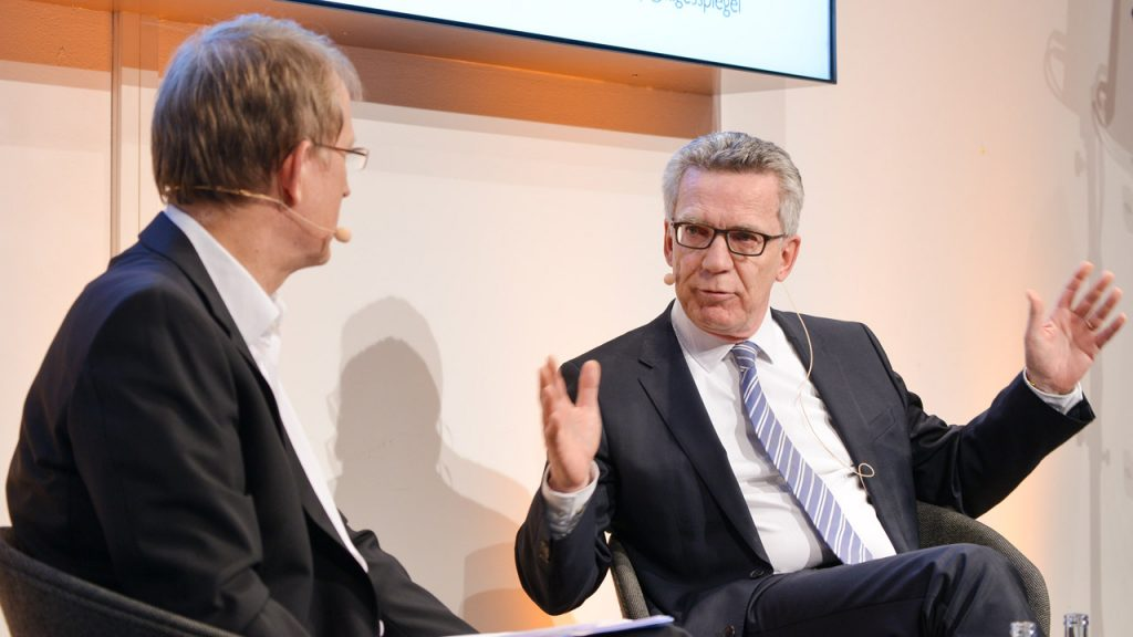 Data Debates 1 Dr. Thomas de Maizière