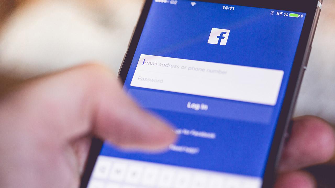 picjumbo Facebook App Smartphone