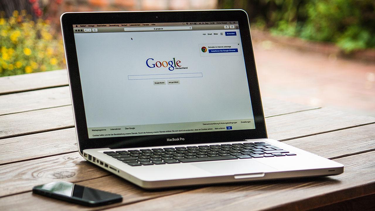 Laptop Smartphone Handy Mac Apple Google Tisch