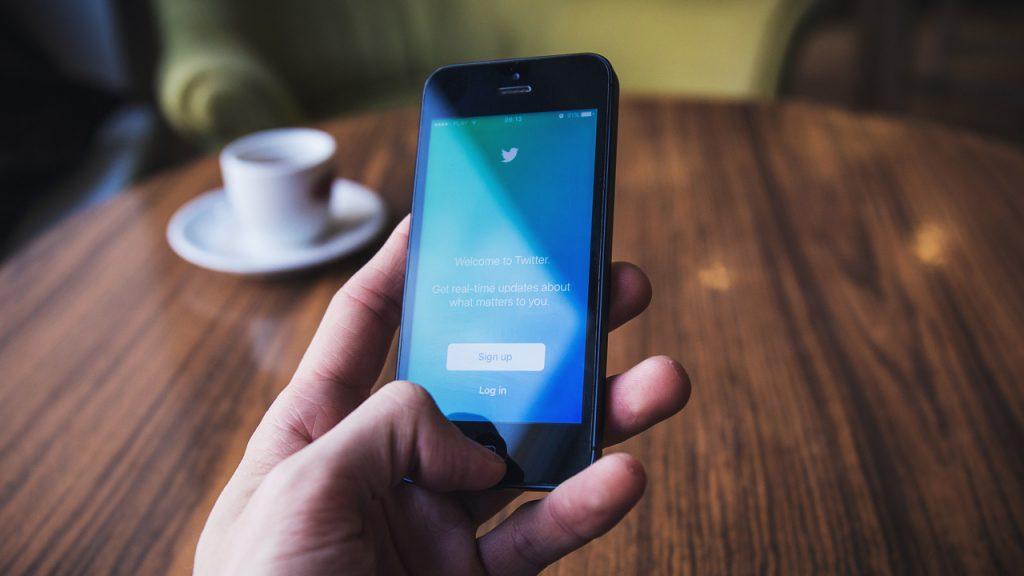 StockSnap Smartphone Twitter Handy Hand Tisch