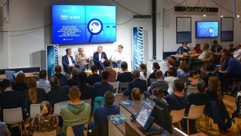 Von links: Prof. Dr. Tim Weitzel, Dr. Nanne von Hahn, Lars Gaede, Marlon Litz-Rosenzweig, Adam Robinson (Foto: Henrik Andree)