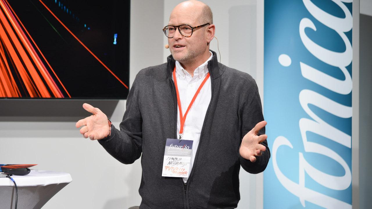 Harald Neidhardt bei der Eröffnung von futur/io im Telefónica BASECAMP | Foto: Henrik Andree