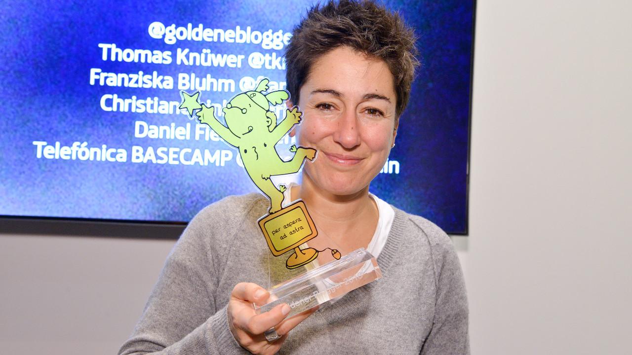 Dunja Hayali vom ZDF-Morgenmagazin bei den Goldenen Bloggern im Telefónica BASECAMP. | Foto: Henrik Andree