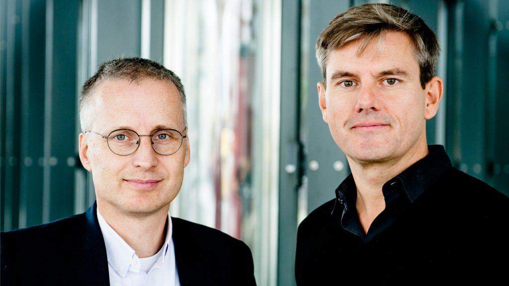Die Autoren Viktor Mayer-Schönberger und Thomas Ramge analysieren den Übergang von geldbasierten zu datenreichen Märkten. | Foto: Peter van Heesen