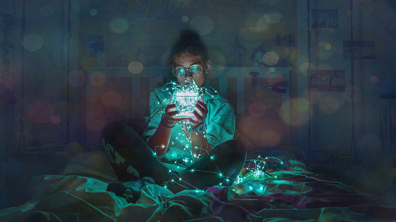 unsplash Max Felner Lampe Lichterkette Licht