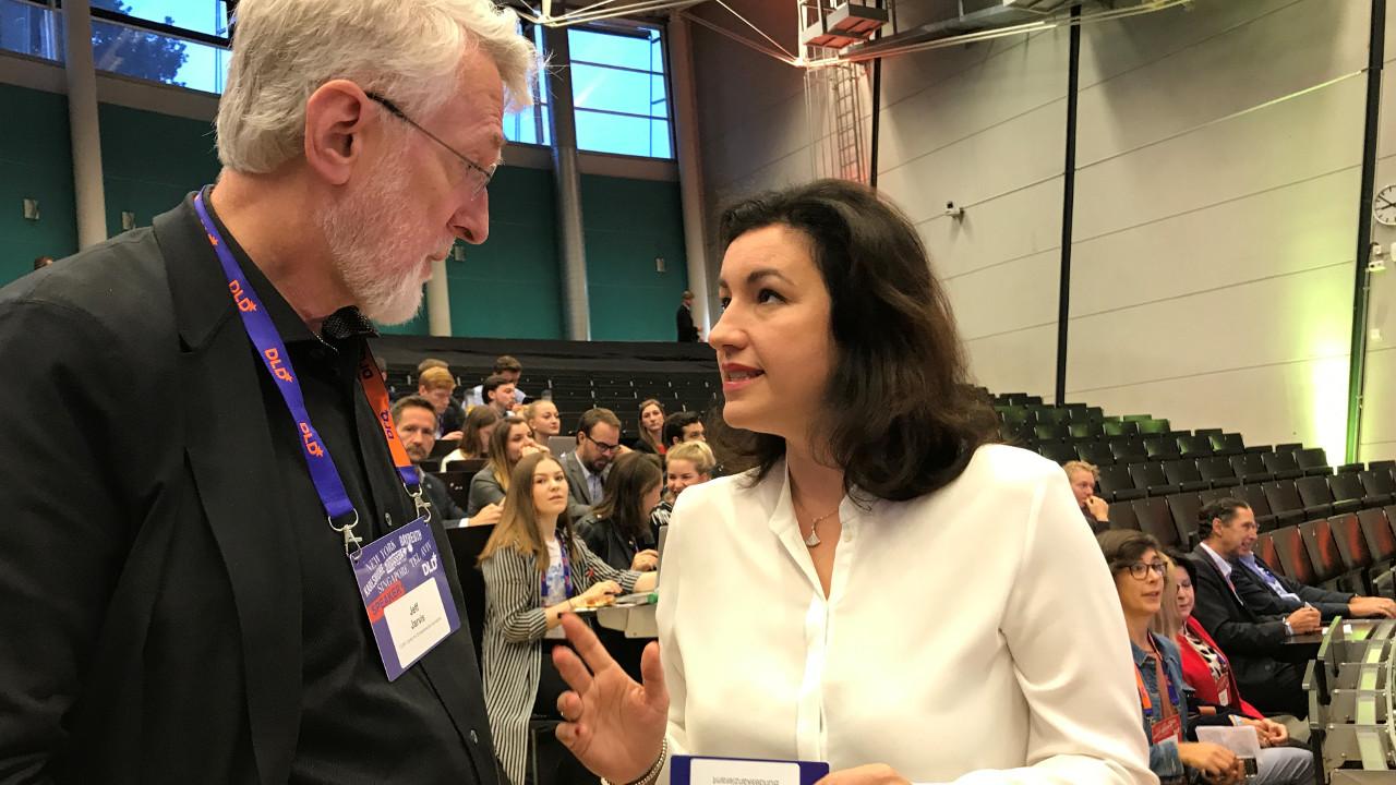 Jeff Jarvis im Gespräch mit Dorothee Bär beim DLD Campus Bayreuth | Foto: Markus Oliver Göbel