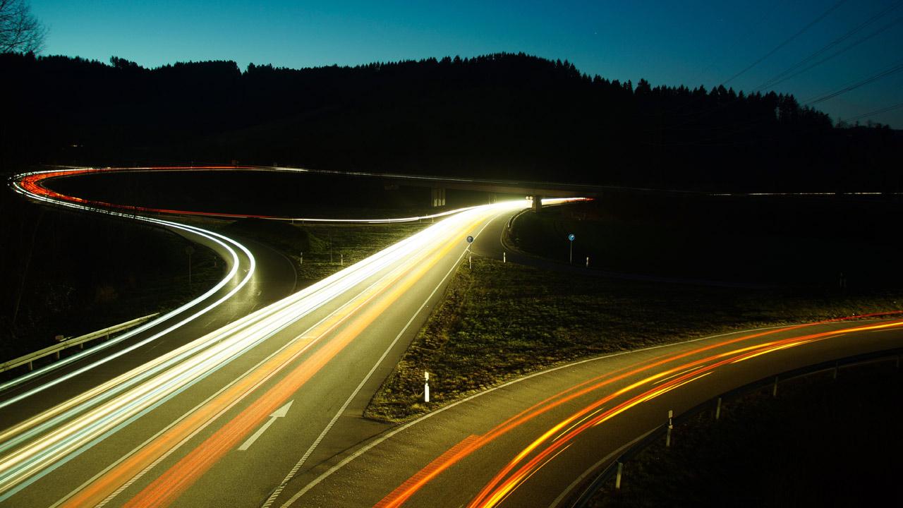 pixabay-MartinHolzer-autobahn-strasse-verkehrssystem-3212540-1280x720