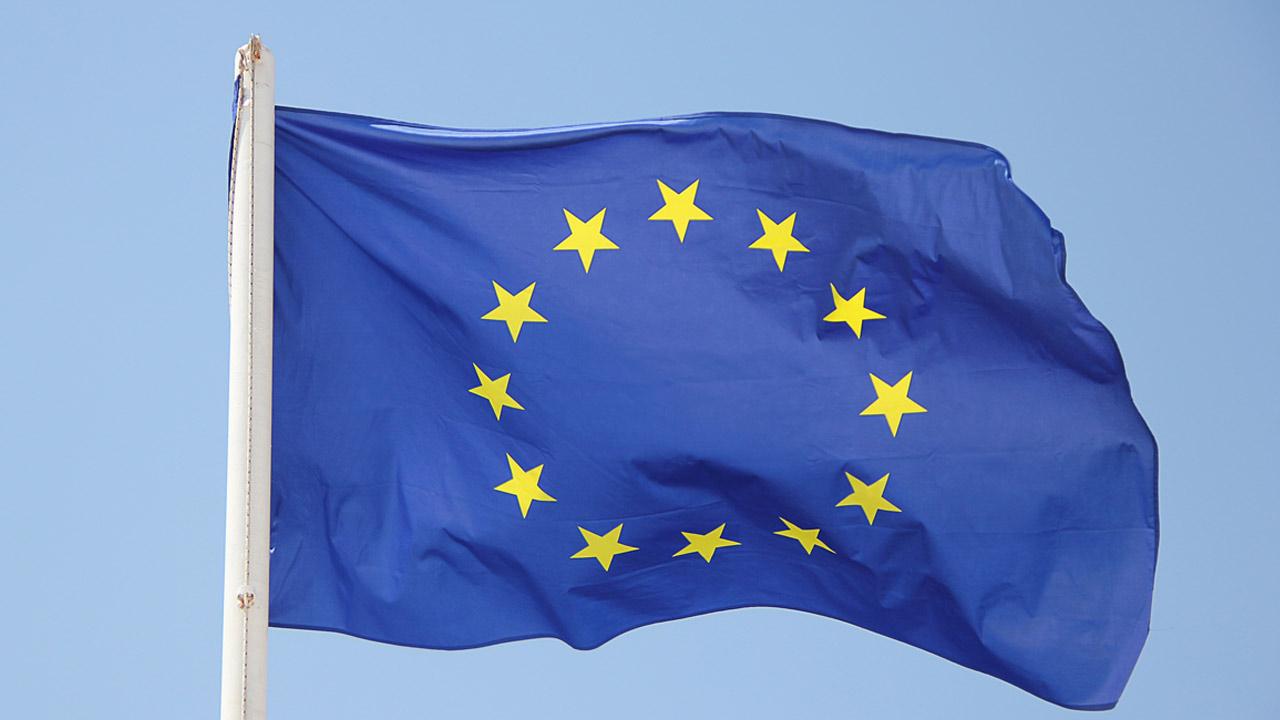 pixabay-GregMontani-eu-europa-flaggen-fahne-1395916-1280x720
