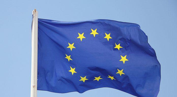 pixabay-GregMontani-eu-europa-flaggen-fahne-1395916-1500x984