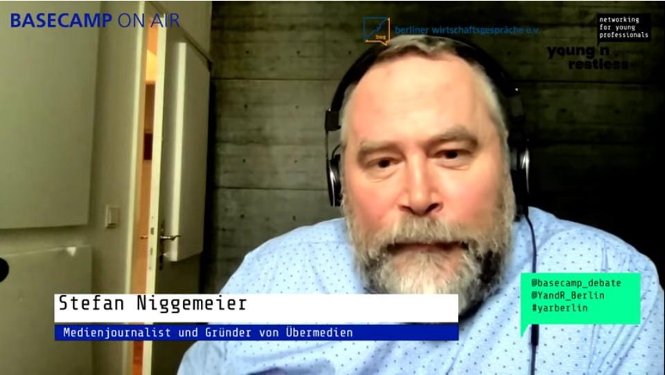 Screenshot der Veranstaltung: Stefan Niggemeier, Journalist und Gründer von Übermedien