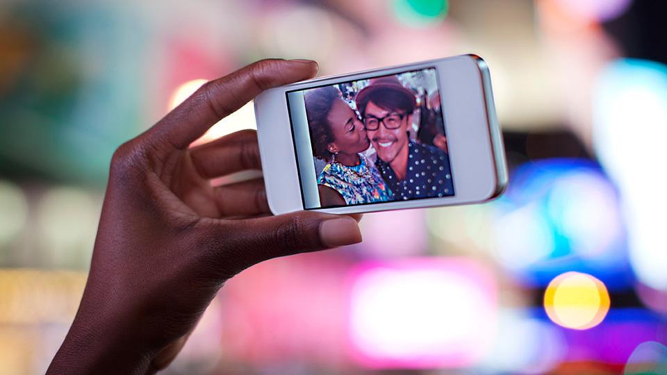 Smartphone nimmt Selfie auf